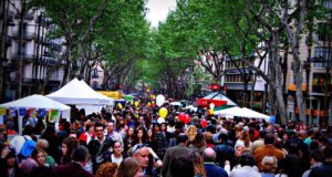 crowded-street-view-of-la-ramblas