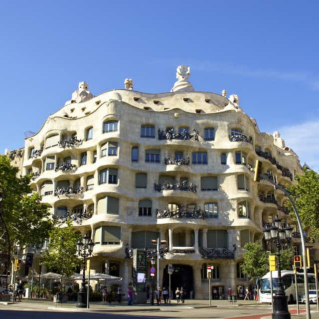 Barcelona Houses: La Pedrera Or Casa Mila - Modernist Architecture