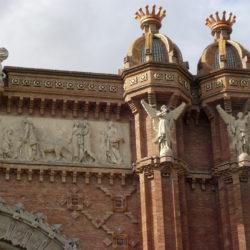 arc-de-triomf-statue-architecture