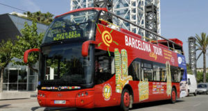 barcelona tour bus feature picture