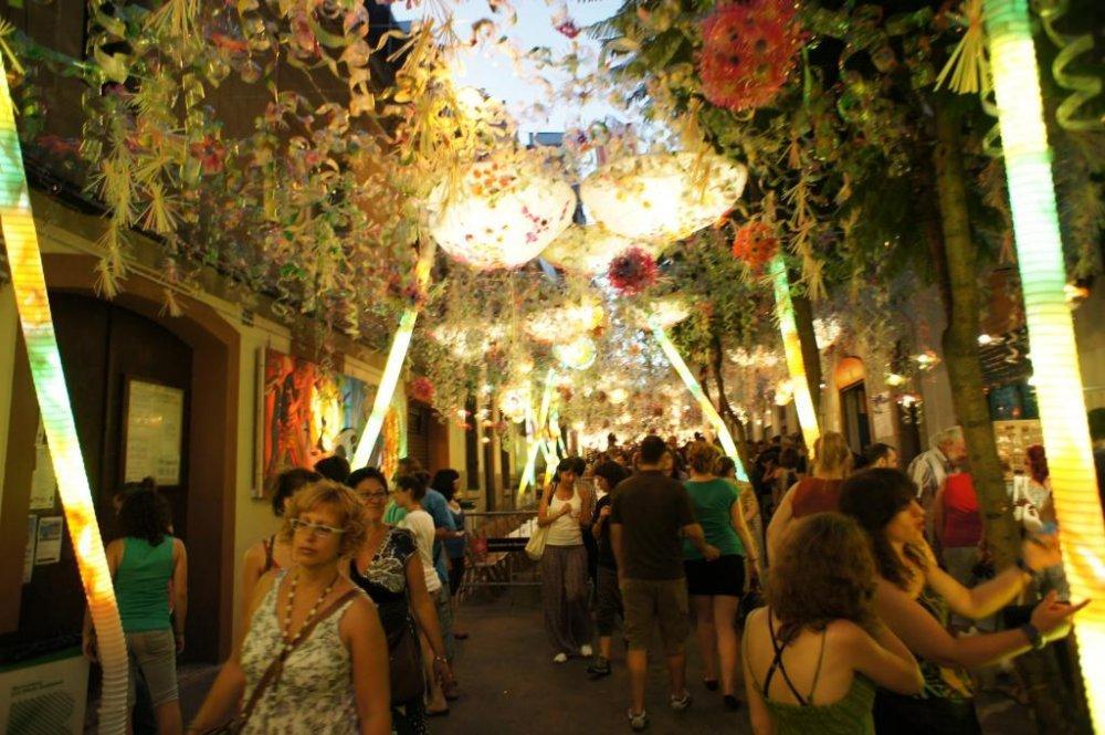 fiestas-de-gracia-amazing-street-in-barcelona