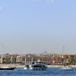 las golondrinas boat on tour