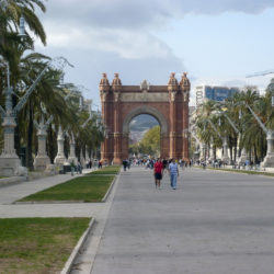 long-view-of-arc-de-triomf