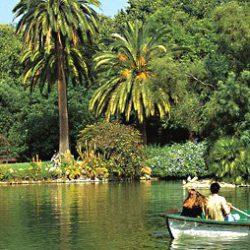 parc-ciutadella-barcelona-hiring-a-boat