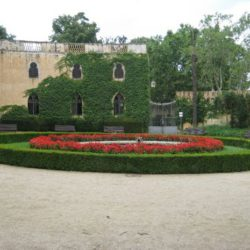 Park labyrinth garden