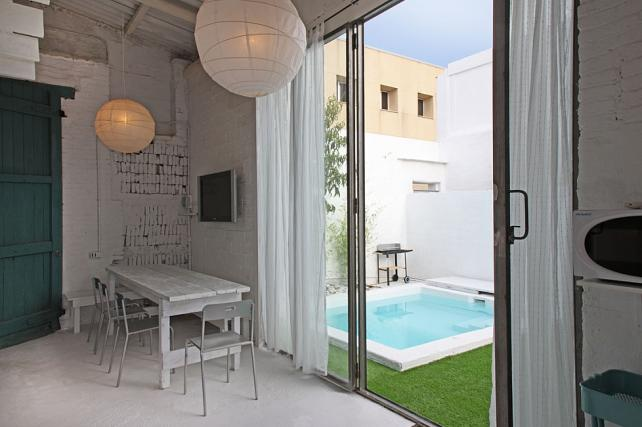 house with garden and swimming pool in barcelona