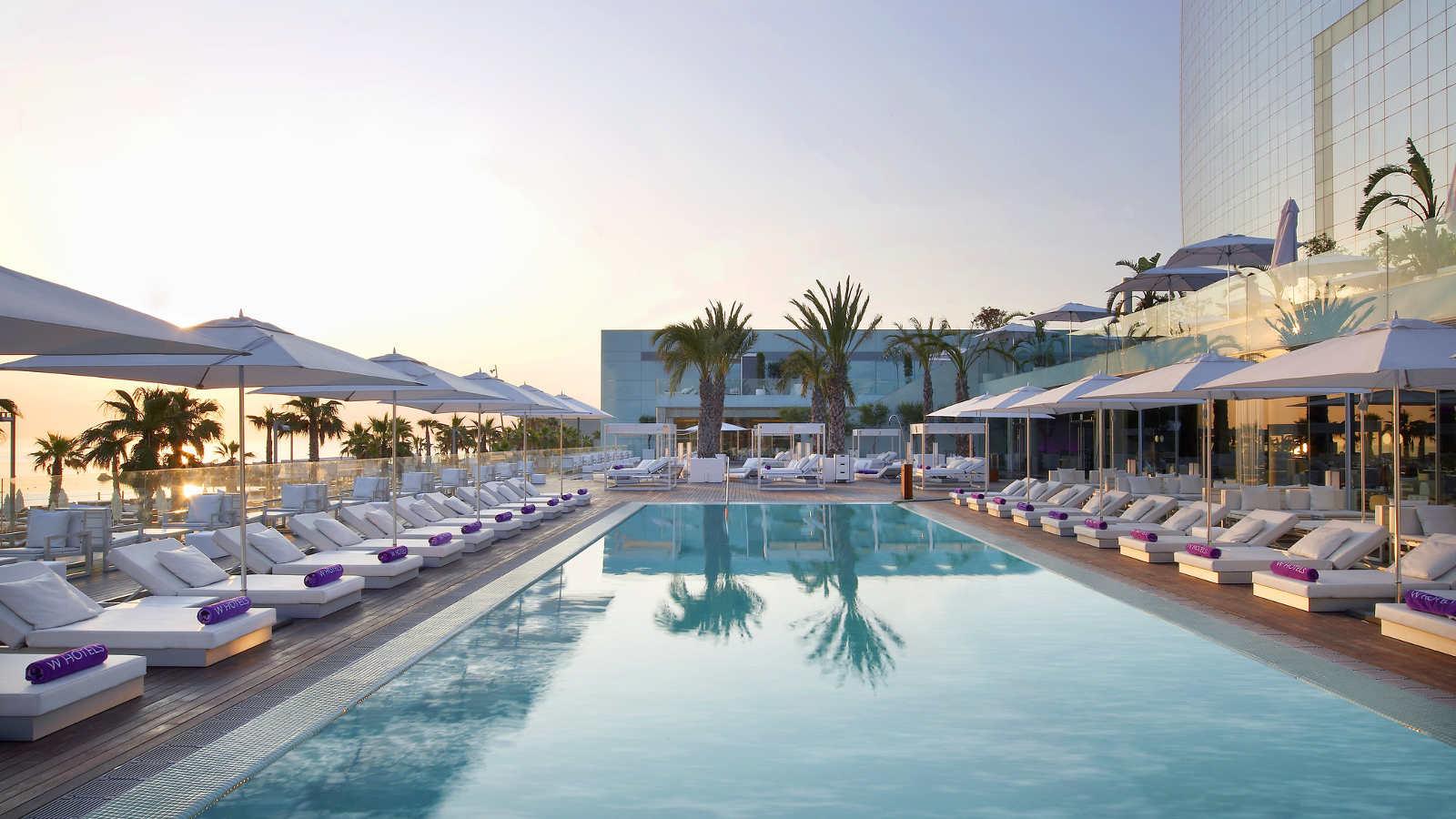 five-star-hotel-swimming-pool-w-barcelona