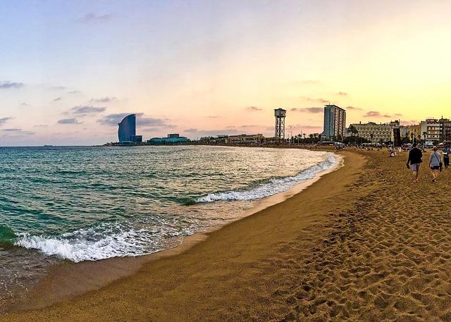 barcelona-2395956_640