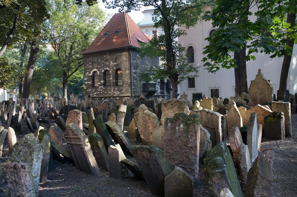 old-jewish-cemetery-prague2