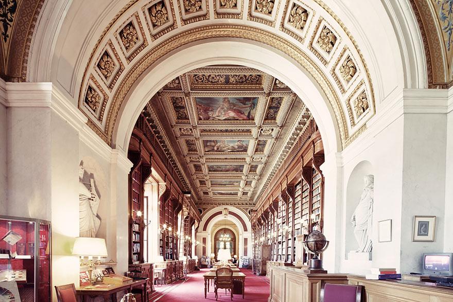the 14 finest libraries around the world barcelona blog. Black Bedroom Furniture Sets. Home Design Ideas