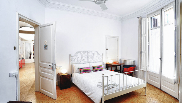 Cozy classic room with Balcony in Eixample