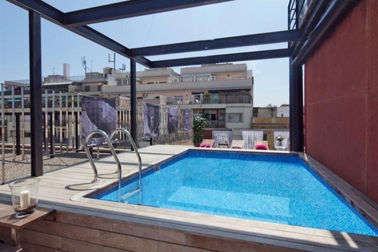 Apartments mit Terrasse und Pool in Barcelona
