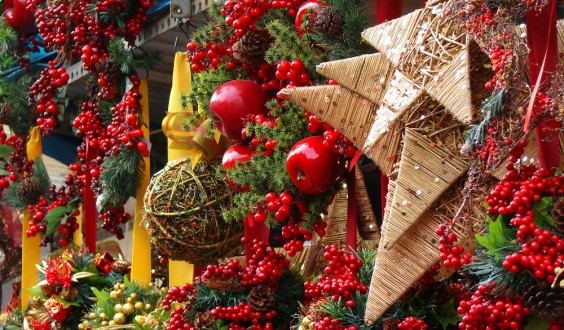 La Fira de Santa Llúcia, Barcelona's main Christmas market gives you the perfect place to get your Christmas shopping done. The market will be opened from coming November 30th until the 23rd of December.