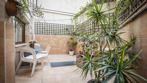 BRIGHT APARTMENT WITH PRIVATE TERRACE, BORNE