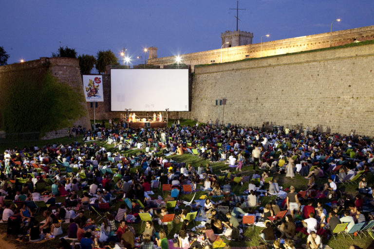 http://www.barcelonaconnect.com/outdoor-cinemas-and-film-sessions-in-barcelona/