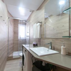 Modern 2 bedrooms apartment in Sants 3