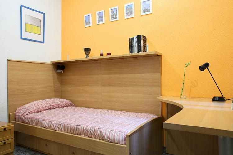 Single room near Sagrada Familia
