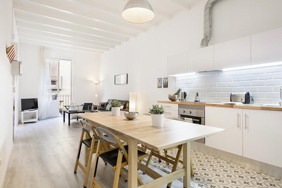 Stylish 3 Bedroom Apartment Close to Plaza Espana; Barcelona-Home
