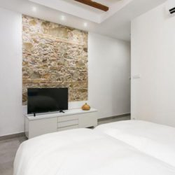 CONTEMPORARY DESIGNED 2 BEDROOM APARTMENT, CIUTAT VELLA.