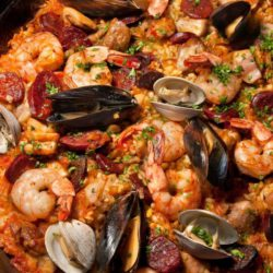 http://thegreatmidwestseafoodcompany.com/wp-content/uploads/2016/08/Grilled-Paella-1336x835.jpg