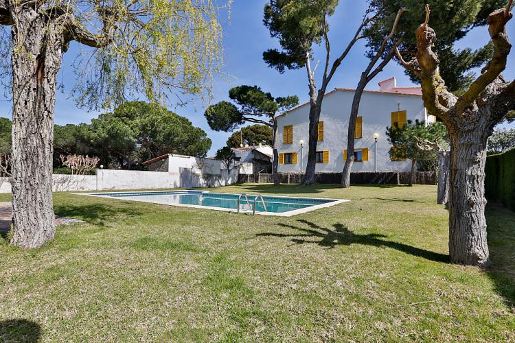 Charming family villa with pool in Palamos