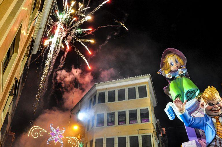 Las_Fallas_fireworks_-_Flickr_-_keith_ellwood