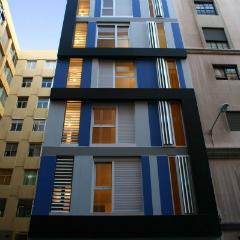 Imagen de un edificio de apartamentos minimalista en Barcelona