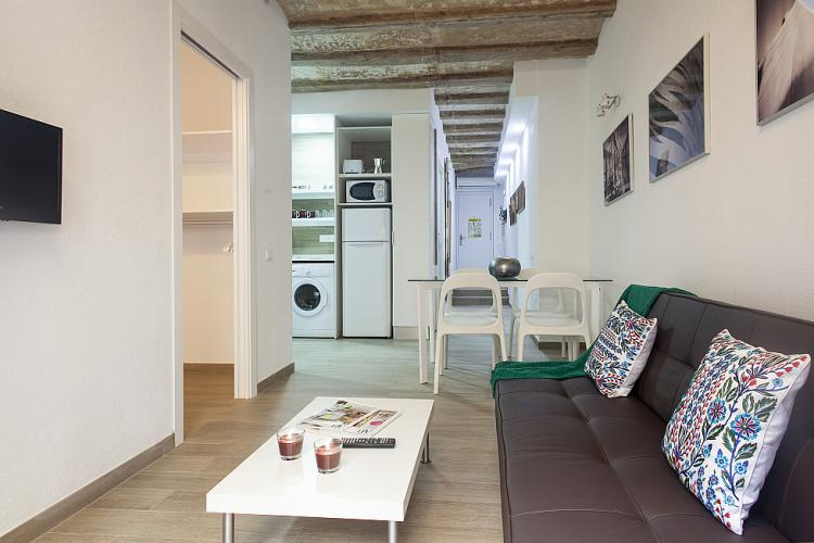 For rent accommodation in historic centre of barcelona events and guide barcelona for Living room city center barcelona