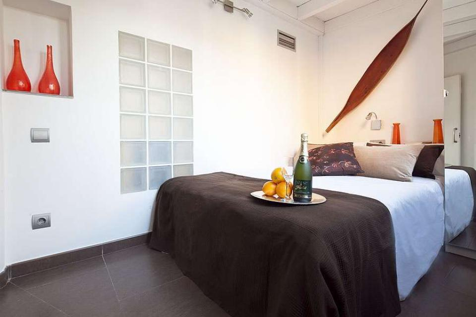 Luxurious attic apartment in barcelona events and guide barcelona - Setting up an attic apartment ...