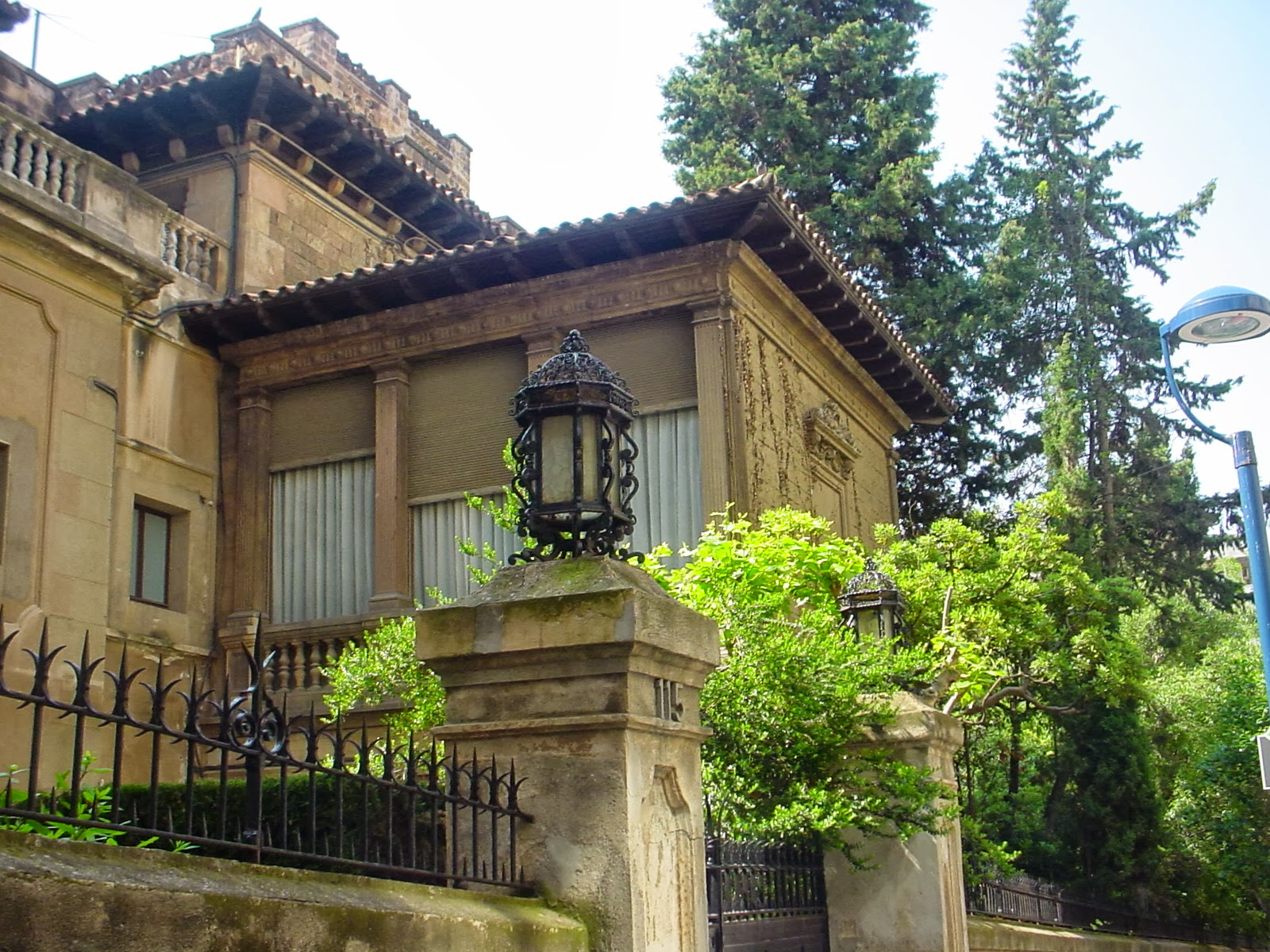 One of the houses of the state will be a public library dedicated especially to the foreigners who live in barcelona