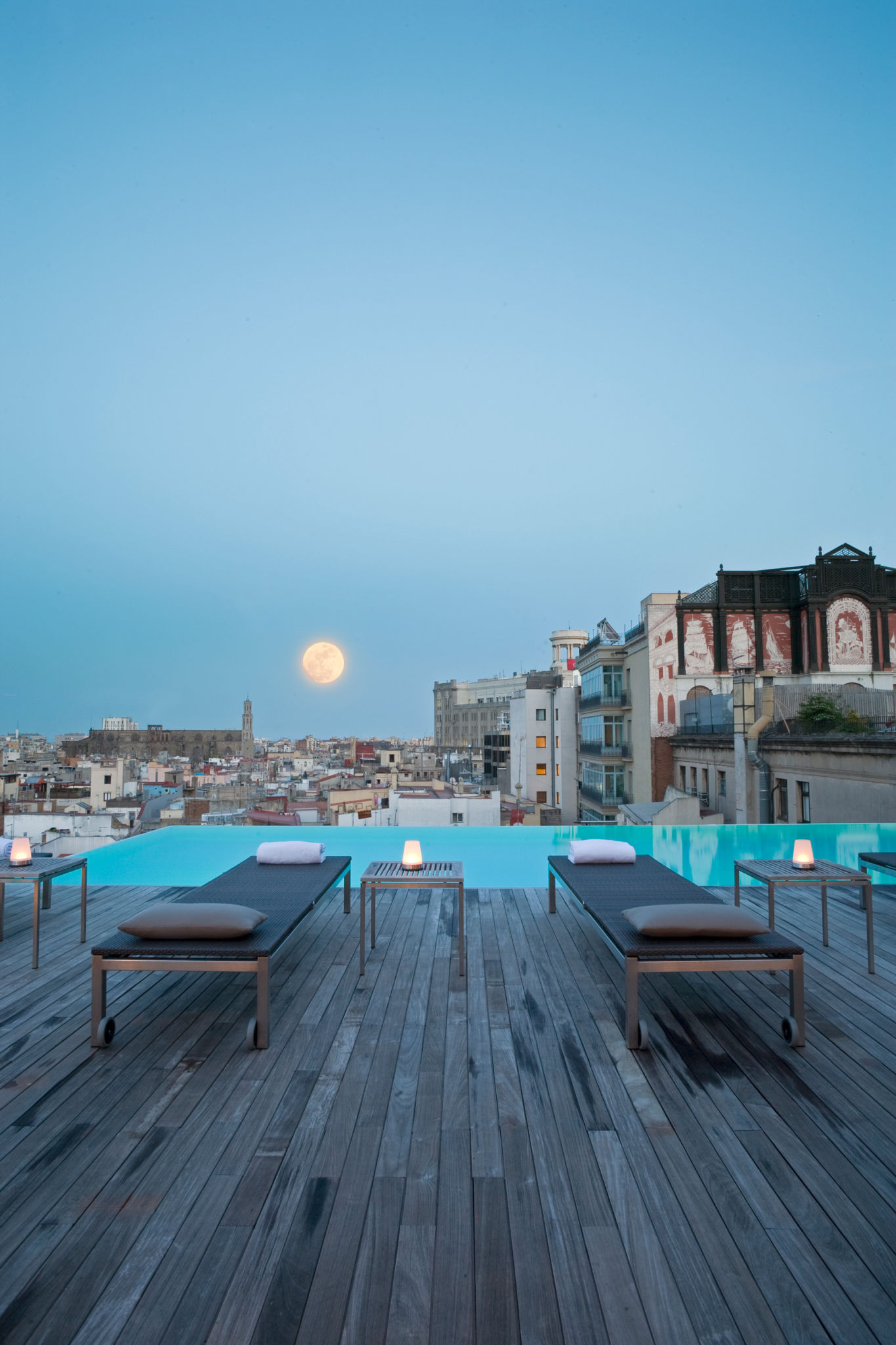 Swimming pool barcelona directory barcelona home - Luxury hotels in madrid with swimming pool ...