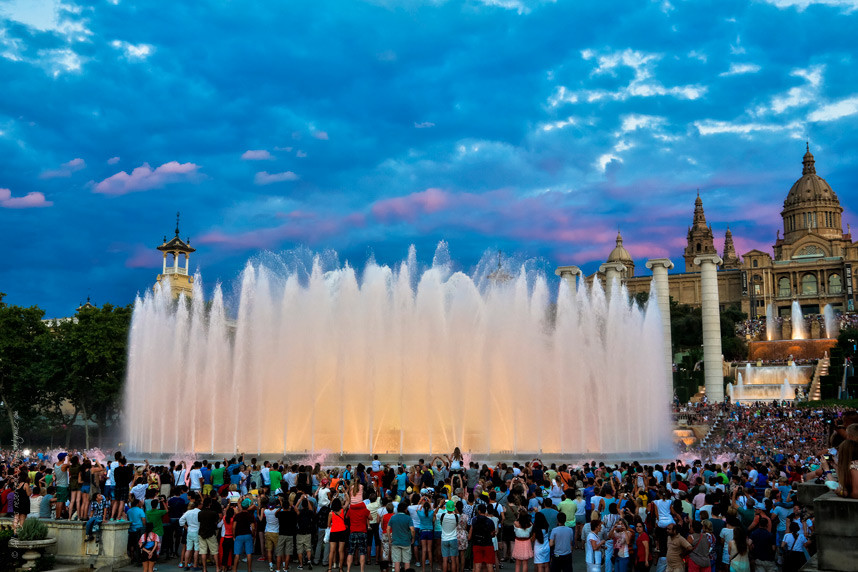 Increasing number of tourist visiting Barcelona