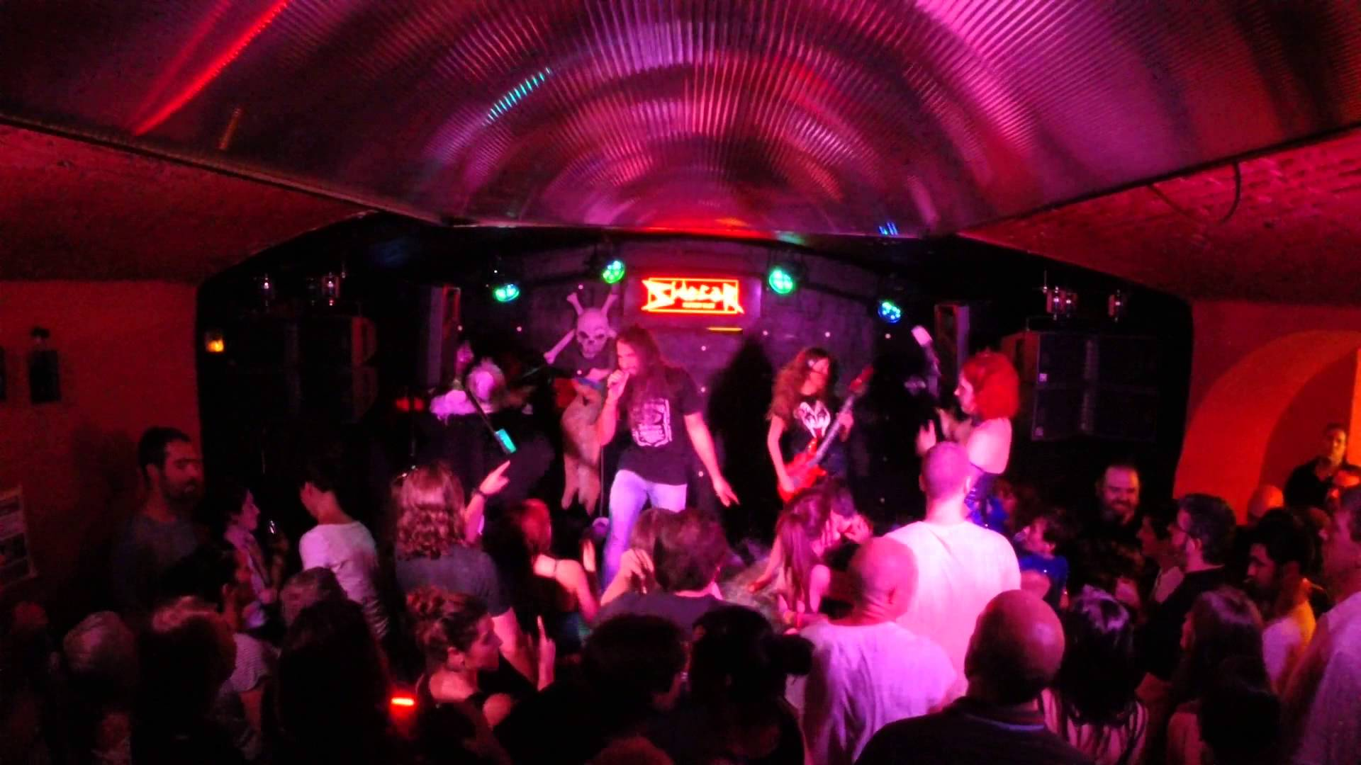 Queen's Karaoke bar - Events and guide Barcelona