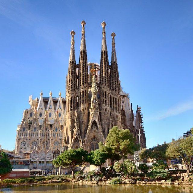 80% of Tourists don't go inside La Sagrada Familia