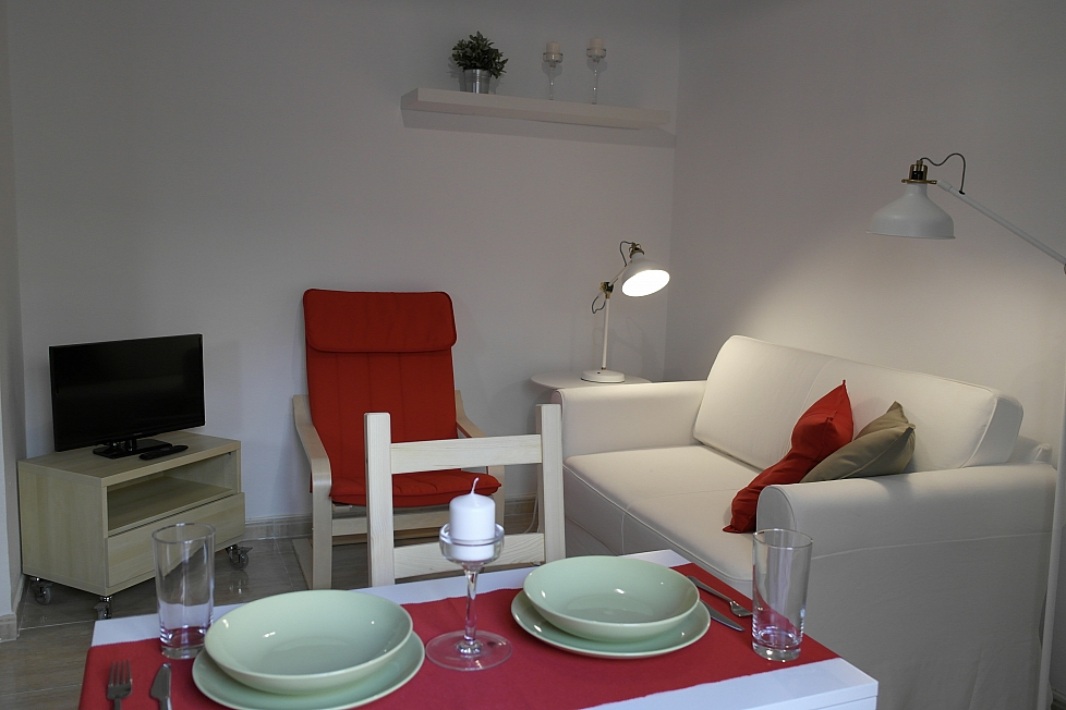 Cute small apartment for rent in barceloneta barcelona home for Zetapark small room for rent