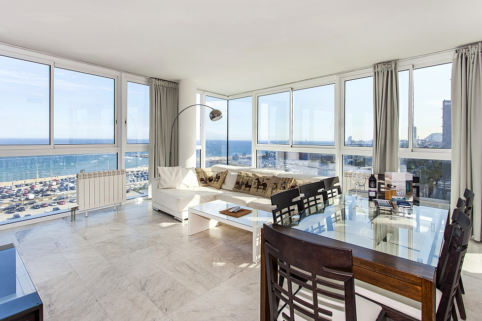 Amazing beach front apartment in barcelona barcelona home for Amazing holiday rentals
