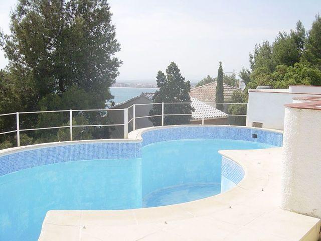 Charmant appartement avec piscine roses barcelona home for Appart hotel barcelone avec piscine