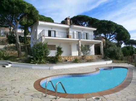 Stupenda villa con piscina a lloret de mar barcelona home for Hoteles en lloret de mar con piscina climatizada