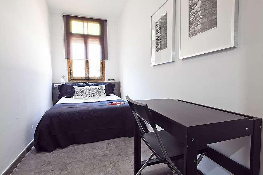 Tweepersoonskamer in groot appartement met terras vlak bij het centrum barcelona home - Kamer van water m ...