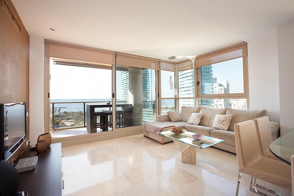 Piso con vistas al mar barcelona barcelona home for Pisos con vistas al mar